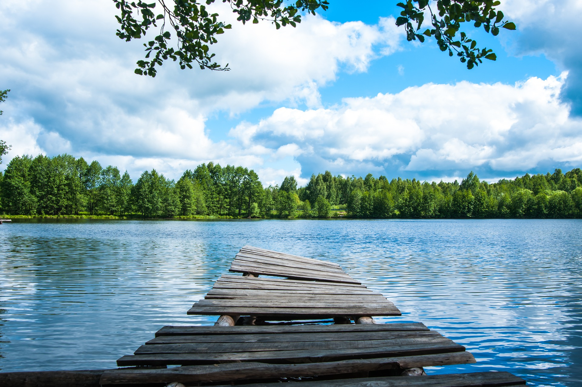 晴れた湖畔